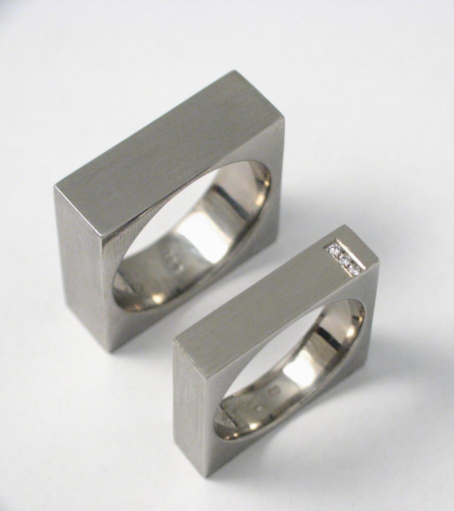 Titán karikagyűrű gyémántokkal 006.