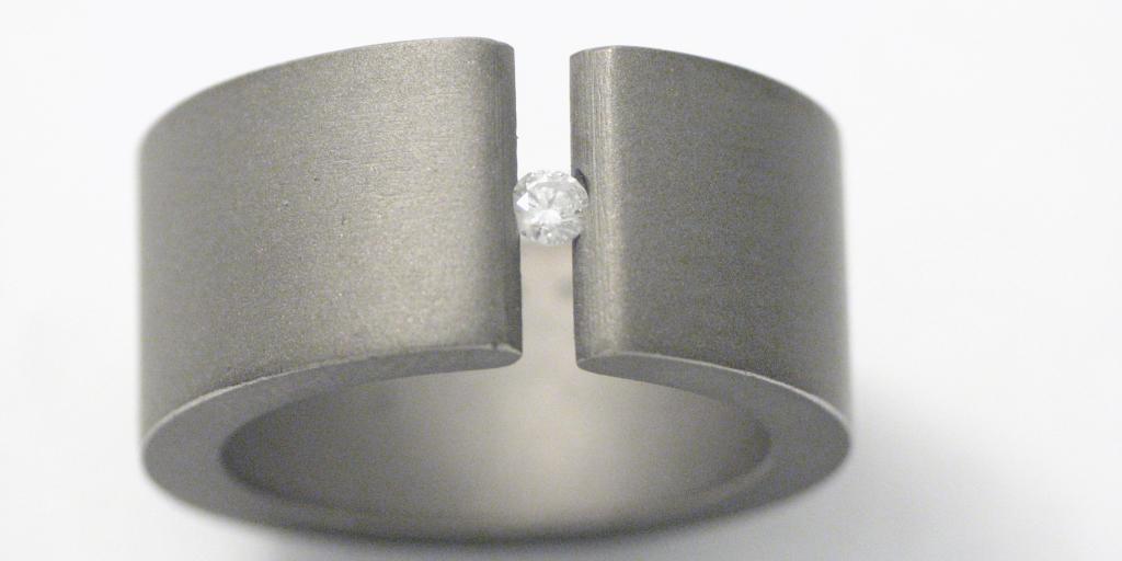 Titán gyűrű gyémánttal 010.