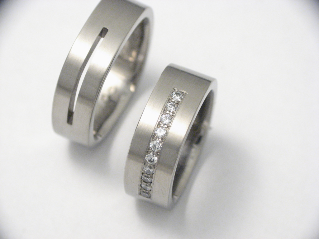 Titán karikagyűrű gyémántokkal 013.
