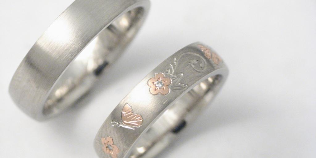 Palládium-vörösarany karikagyűrű, vésett mintával 002.