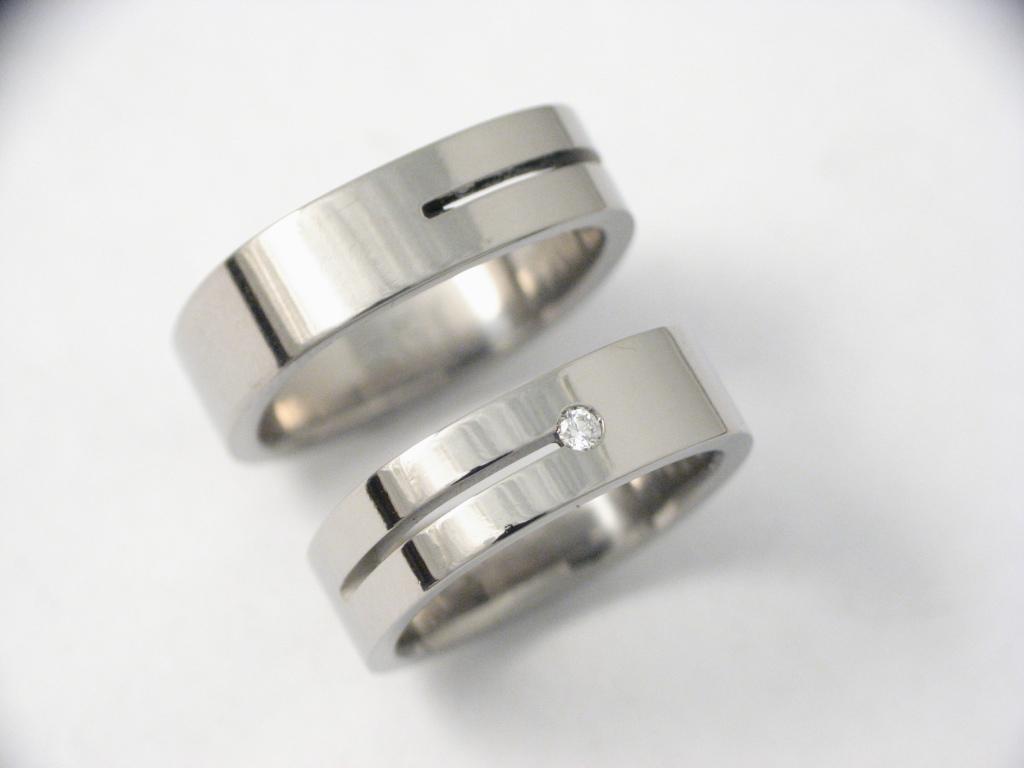 Titán karikagyűrű gyémántokkal 022.