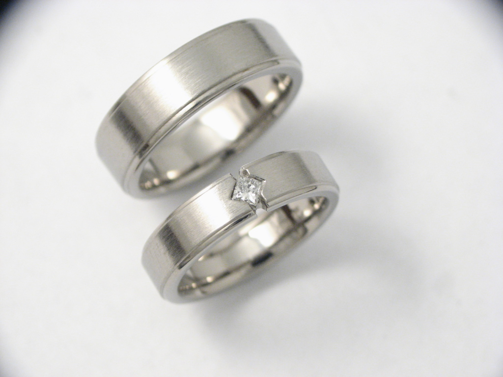 Titán karikagyűrű gyémánttal 024.