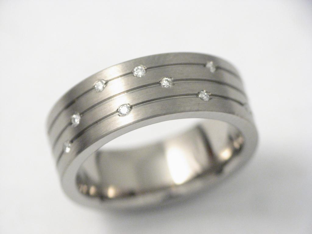Titán gyűrű gyémántokkal 030.