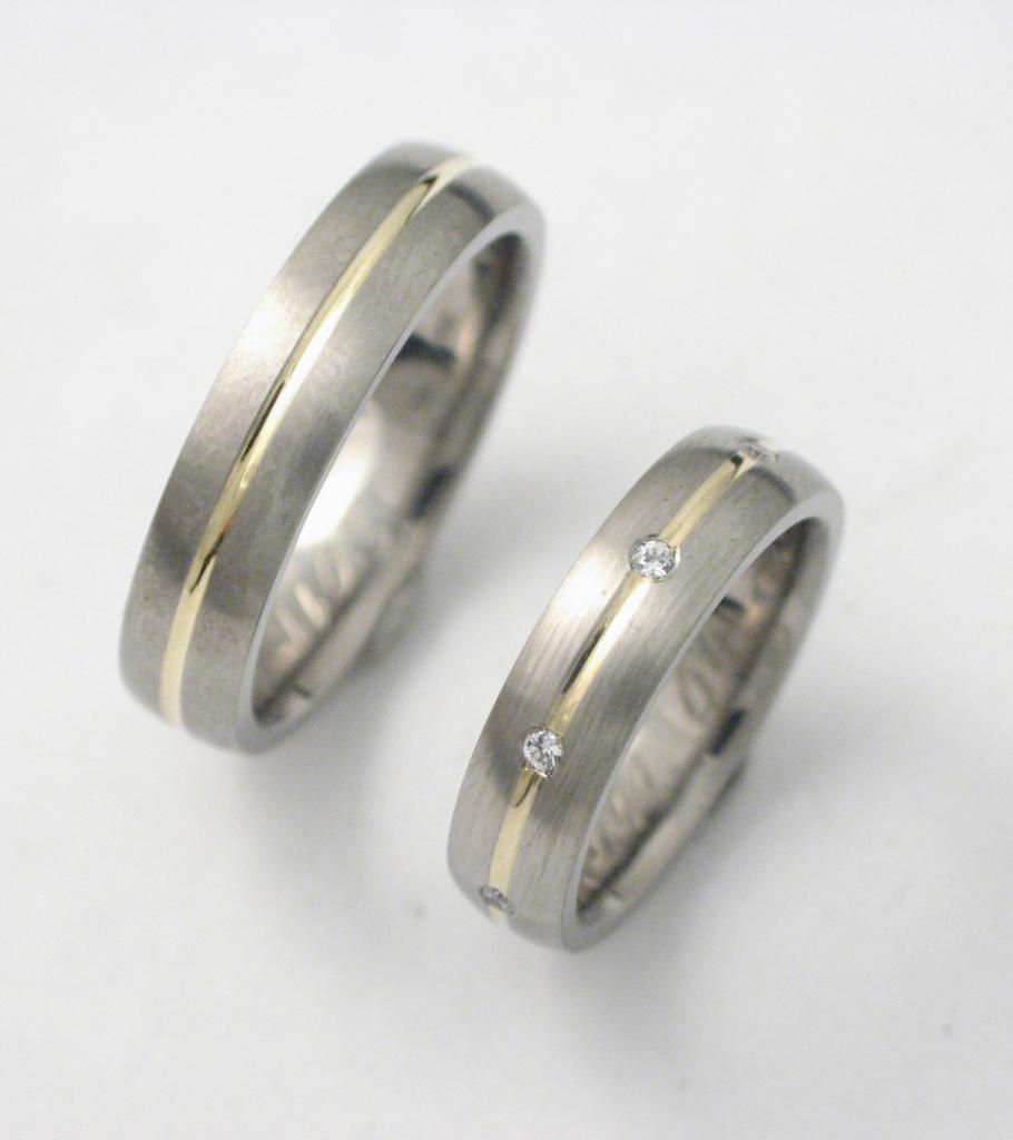 Titán-arany karikagyűrű gyémántokkal 031.