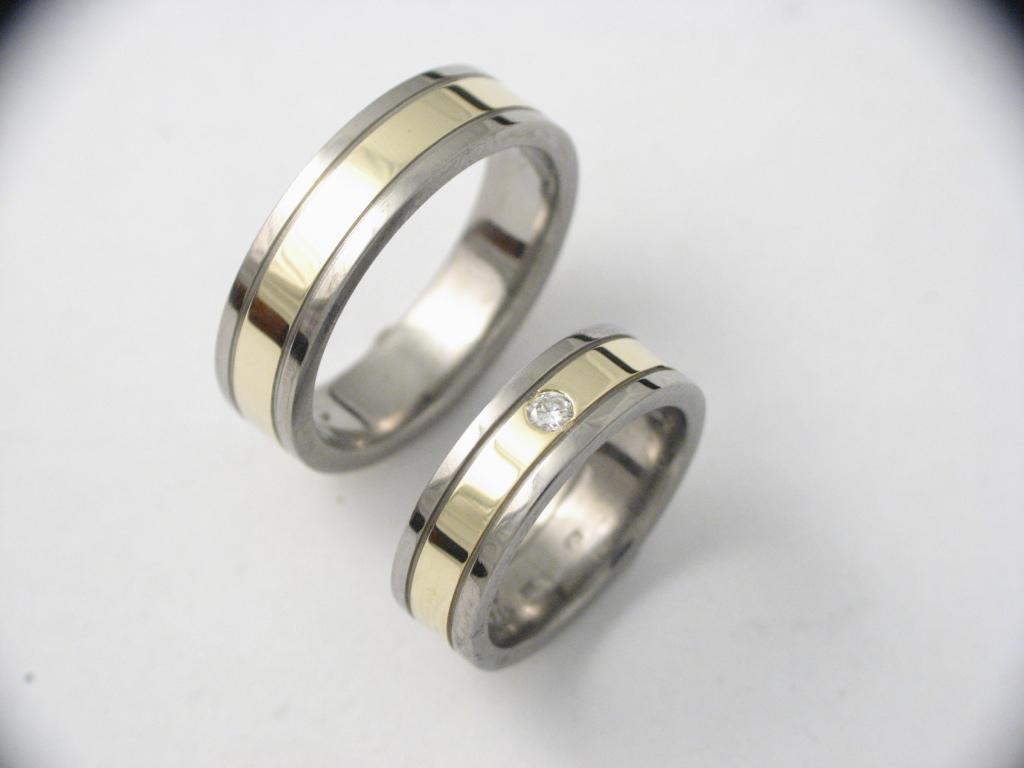 Titán-arany karikagyűrű gyémánttal 038.