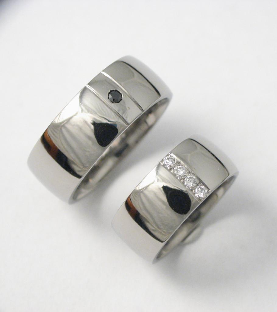 Titán karikagyűrű gyémántokkal 042.