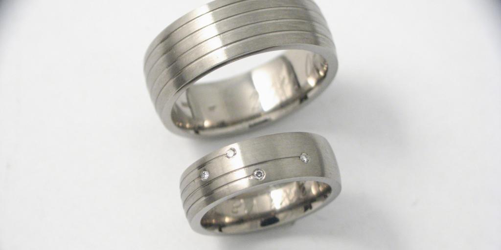 Titán karikagyűrű gyémántokkal 044.