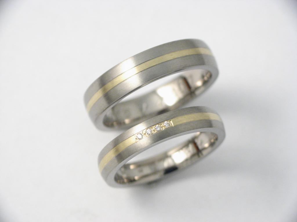 Titán-arany karikagyűrű gyémántokkal 051..