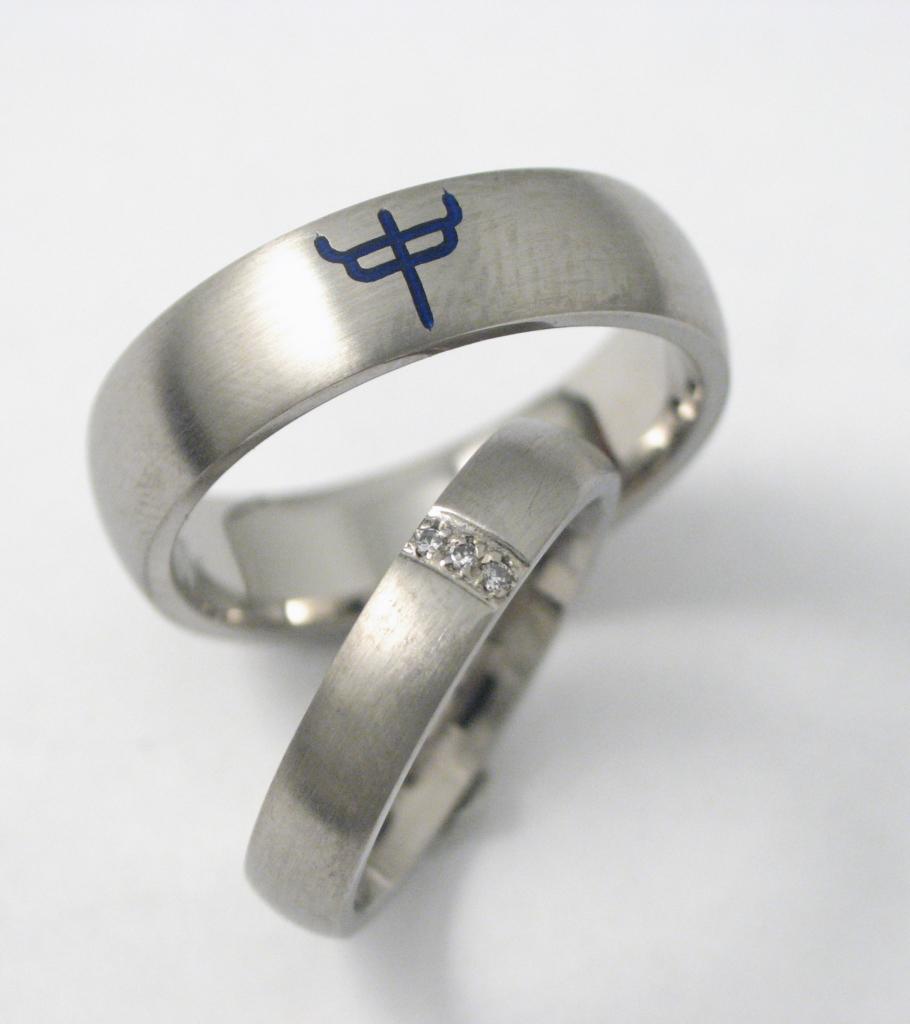 Titán karikagyűrű kerámiával és gyémánttal 052.