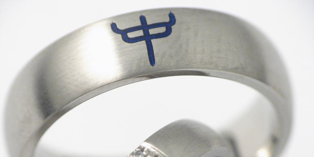 Titán karikagyűrű kerámiával és gyémánttal 053.