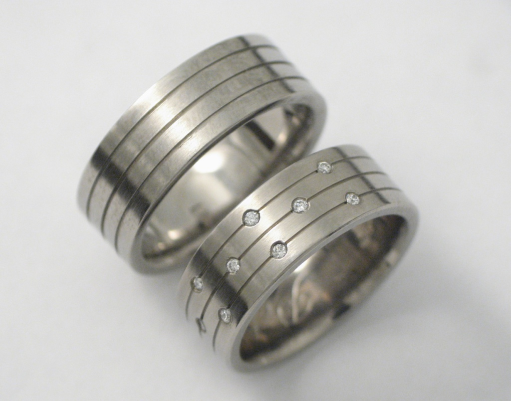 Titán karikagyűrű gyémántokkal 108.