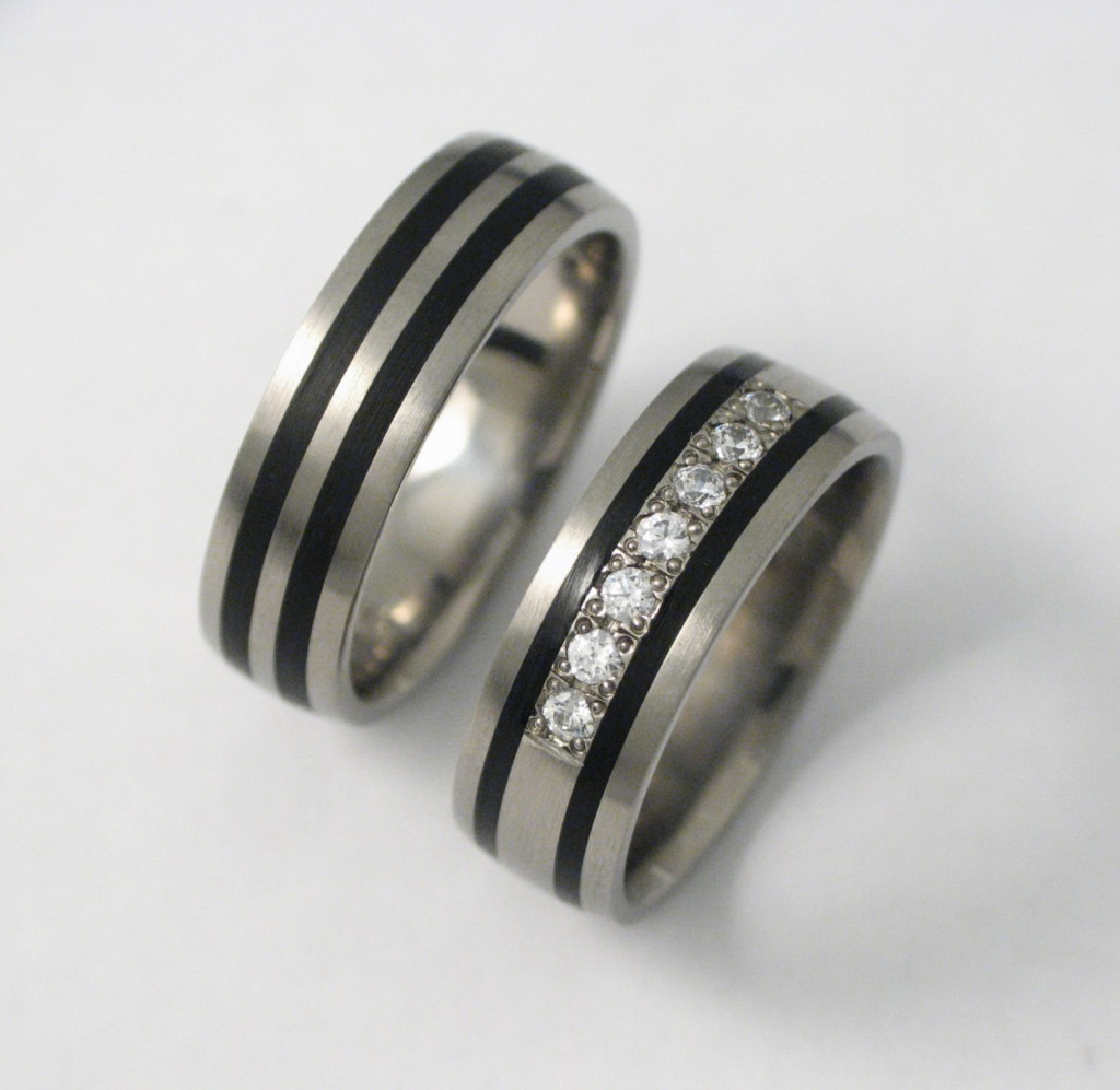 Titán karikagyűrű kerámiával és gyémánttal 068.