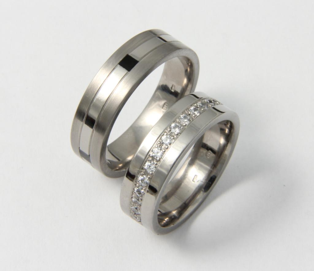 Titán karikagyűrű gyémántokkal 111.