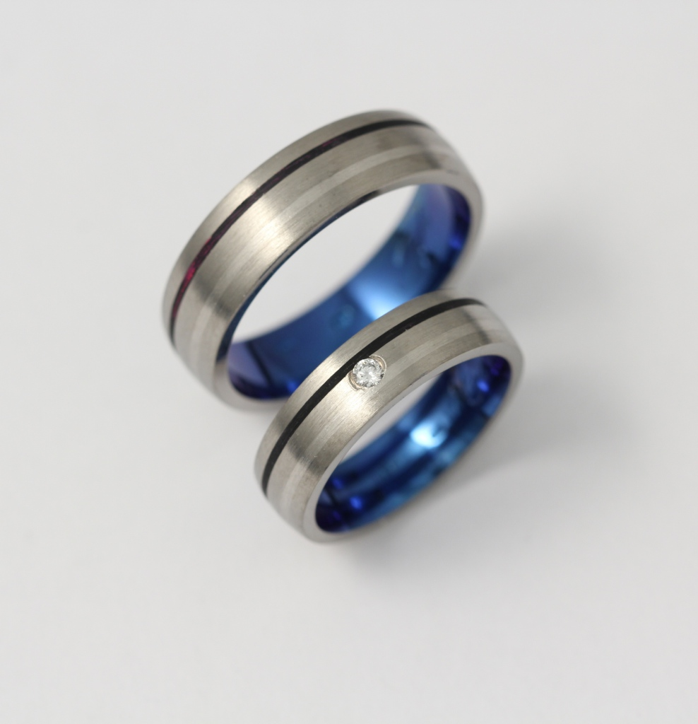 Titán karikagyűrű palládium és kerámiával, gyémánttal 062.