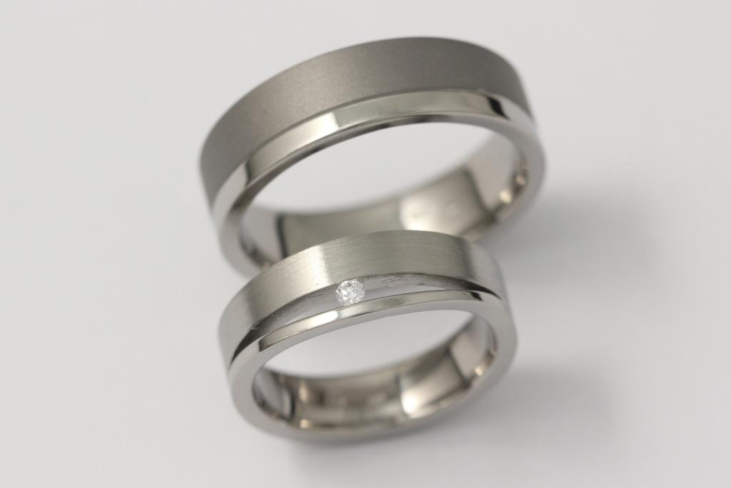 Titán karikagyűrű gyémánttal 110.