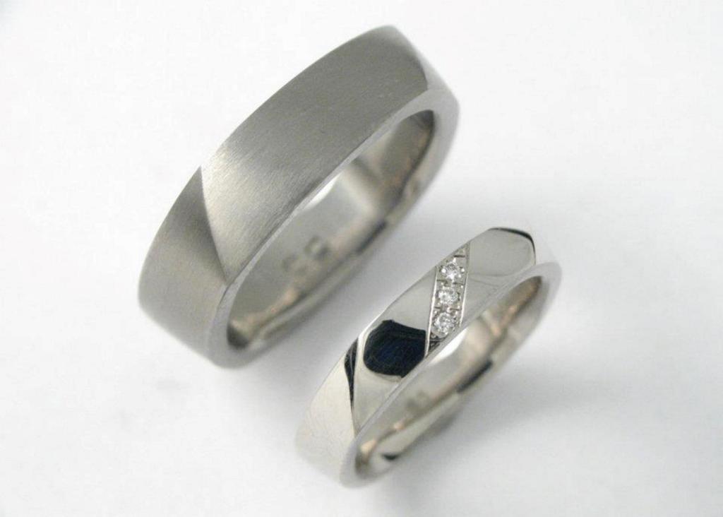 Titán és palládium karikagyűrű gyémántokkal 011.