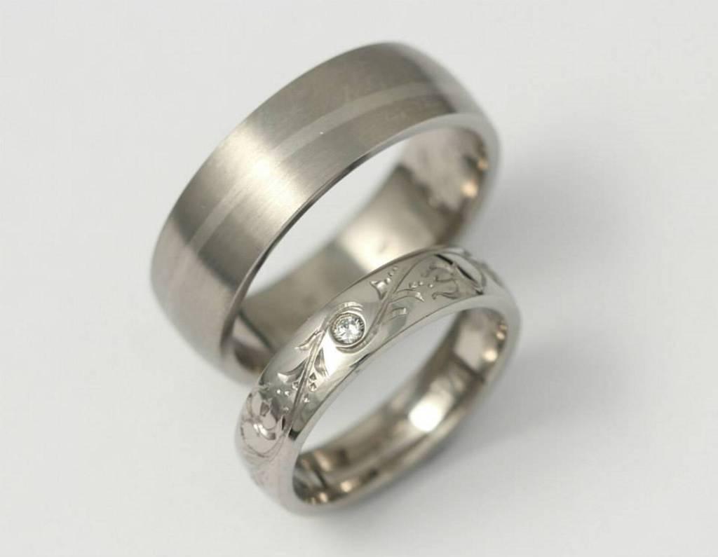 Titán és vésett palládium karikagyűrű gyémánttal 014.