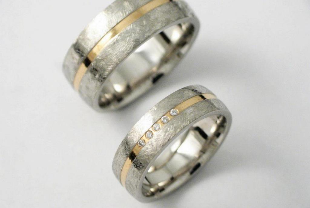"""""""Karcolt"""" palládium-arany karikagyűrű gyémántokkal 013."""