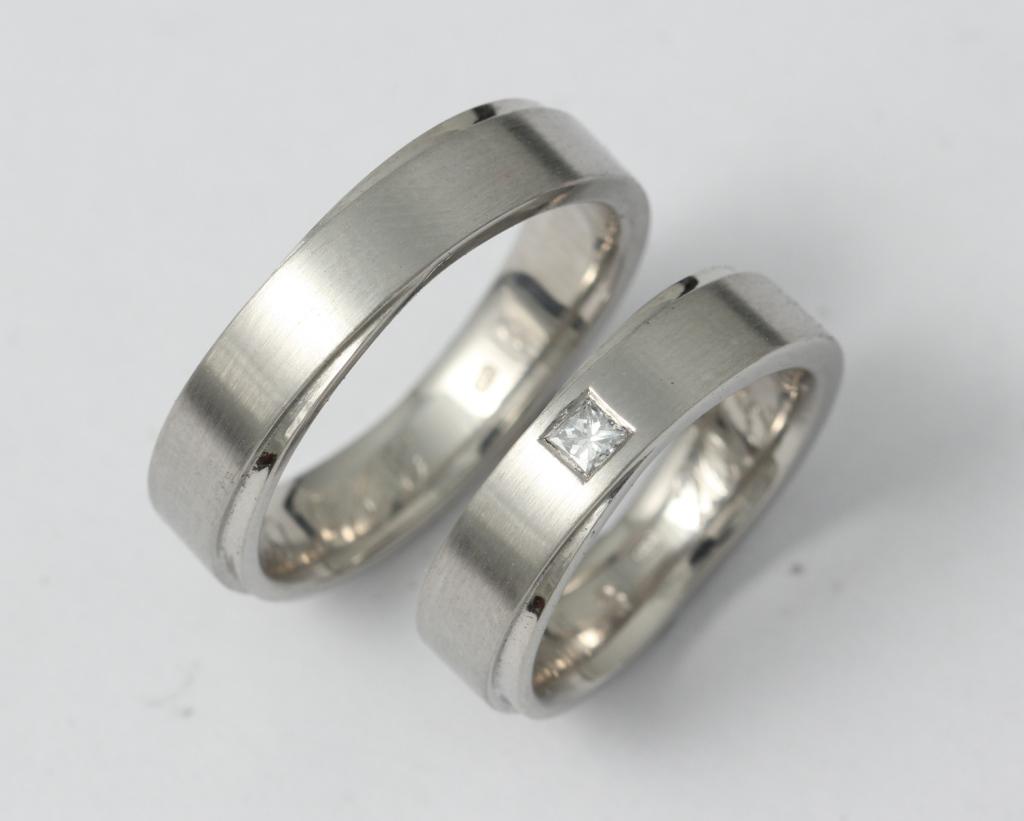 Palládium karikagyűrű gyémánttal 020.