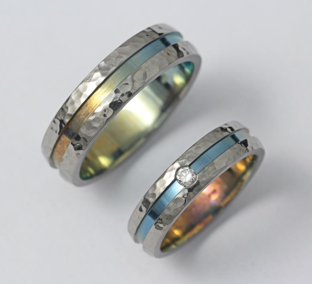 Színes titán karikagyűrű gyémánttal 130.