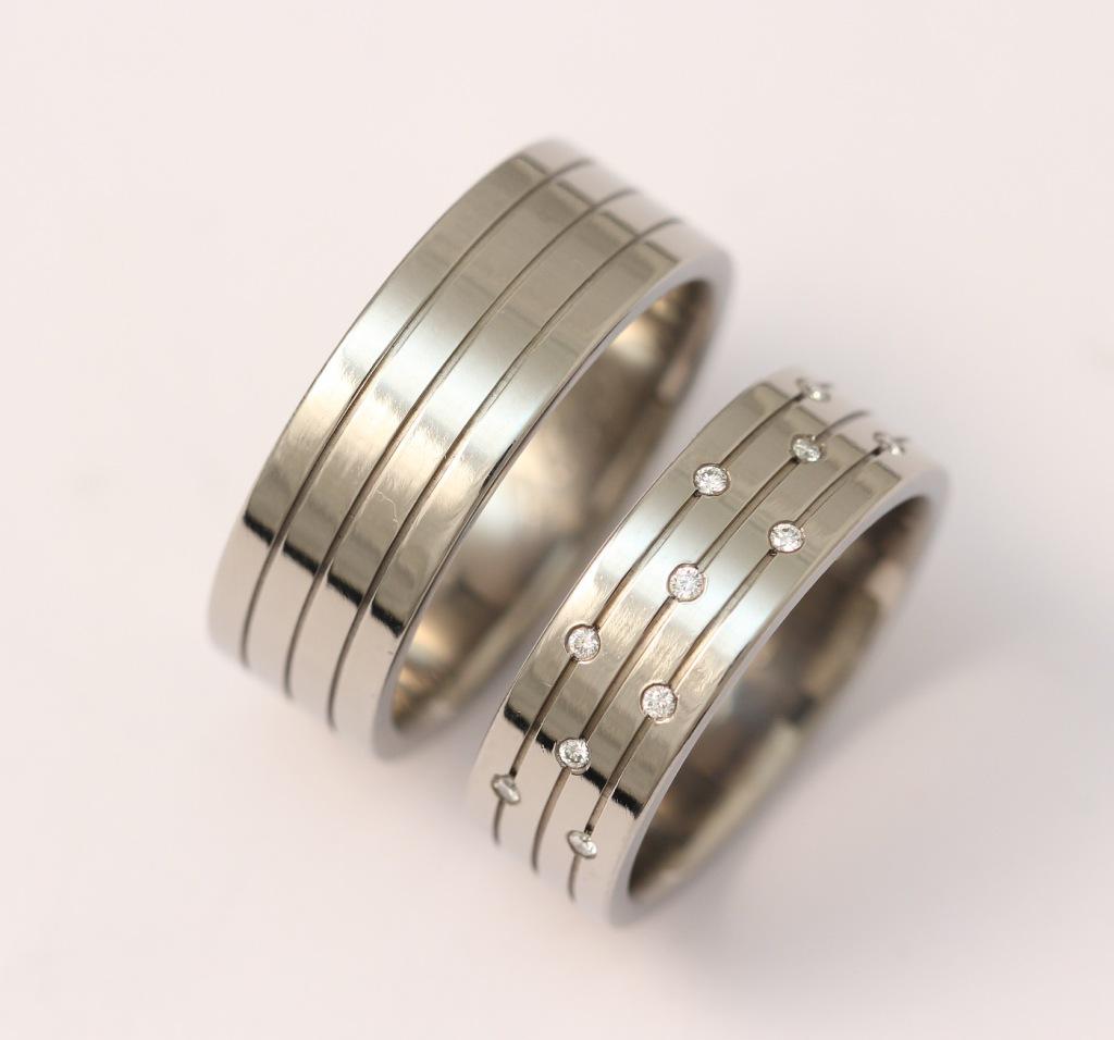 Titán karikagyűrű gyémántokkal 132.