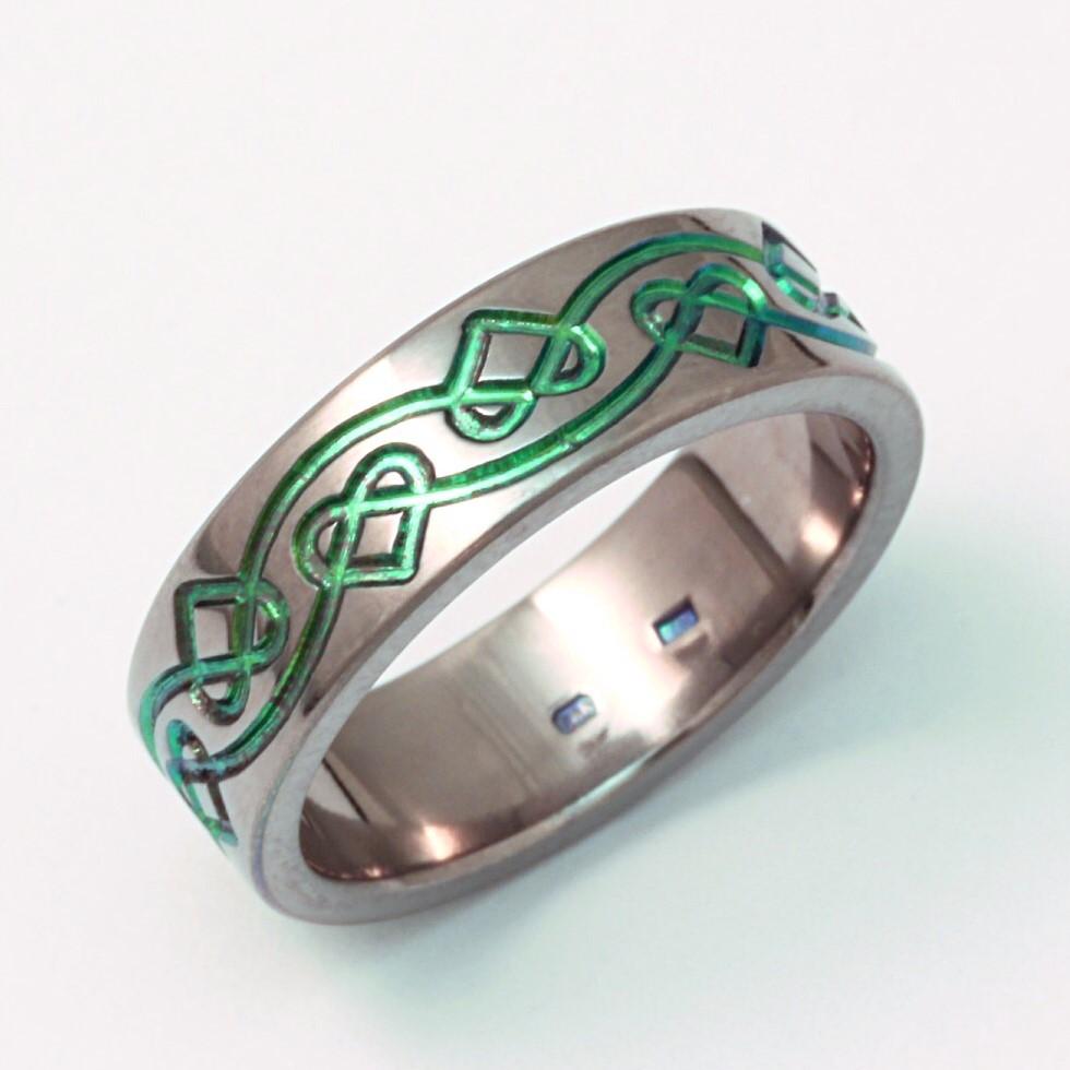 Mintás zöld oxidos titán gyűrű 0135.