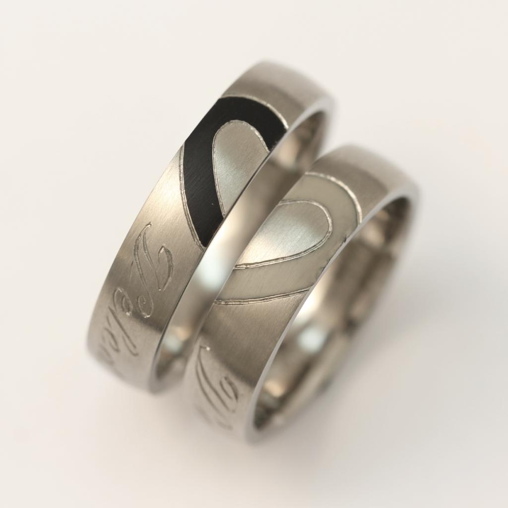 Titán karikagyűrű kerámiával 139.