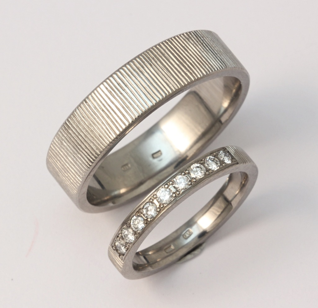 Titán karikagyűrű gyémántokkal 152.