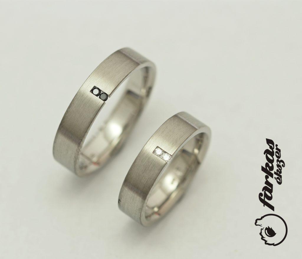 Palládium karikagyűrűk fekete és fehér gyémántokkal 45.