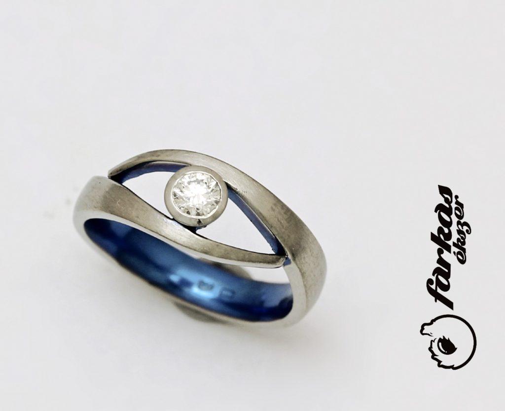 Titán gyűrű gyémánttal, belül oxidált 232.