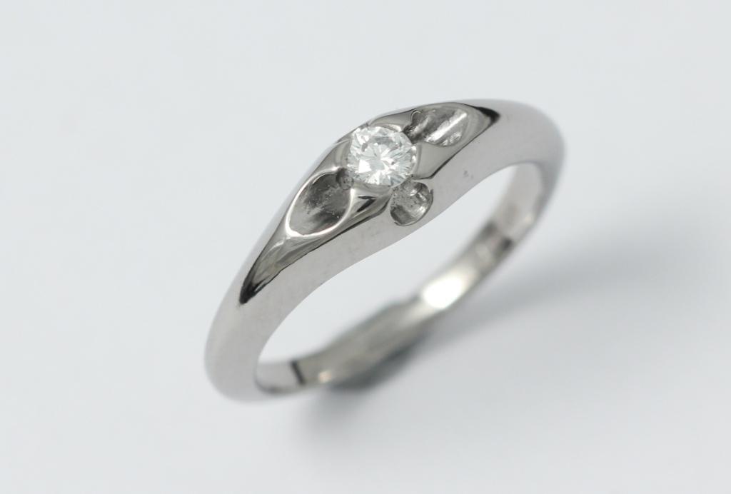 Titán jegygyűrű gyémánttal 097.