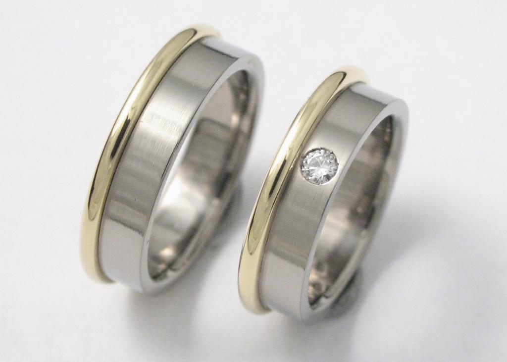 Titán-arany karikagyűrű gyémánttal 104.
