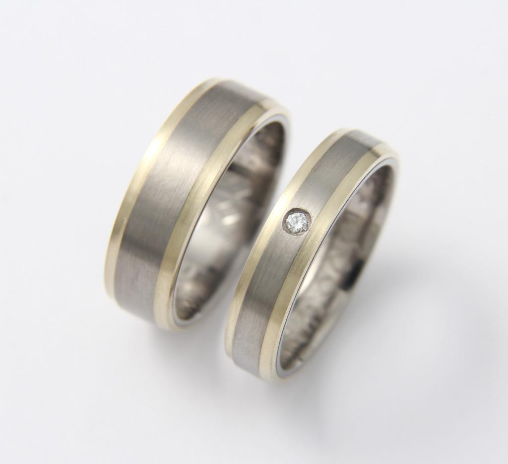 Titán-arany karikagyűrű gyémánttal 101.