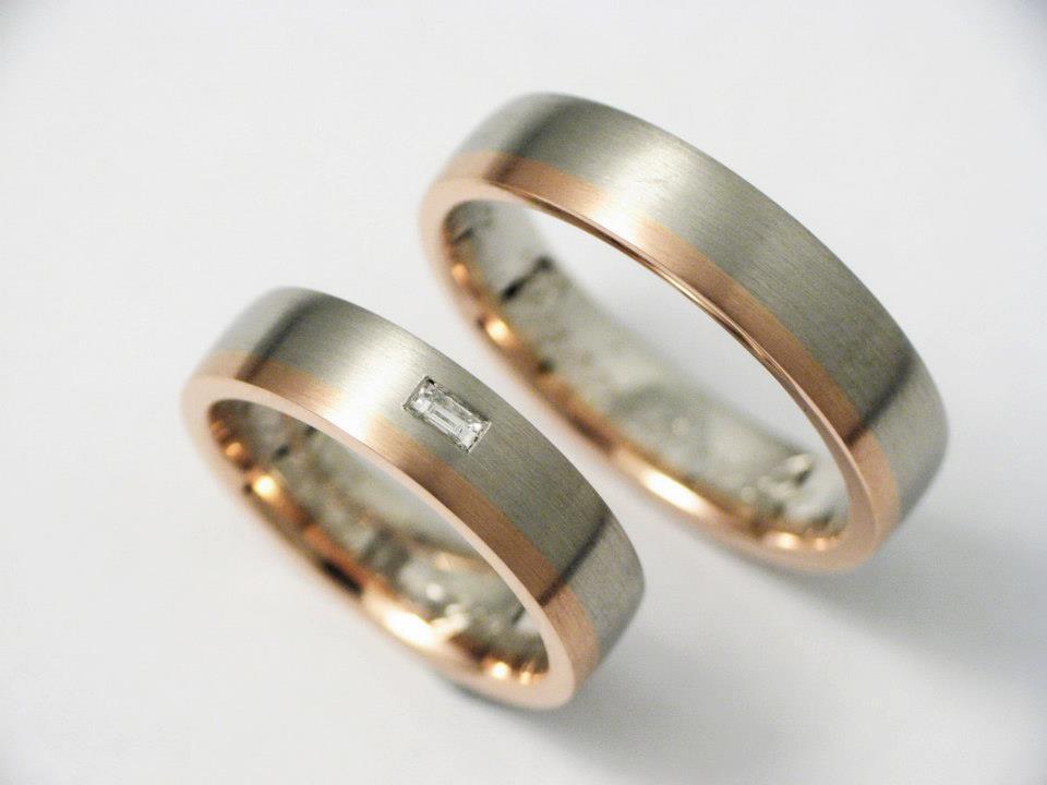 Palládium-vörösarany karikagyűrű gyémánttal 015.