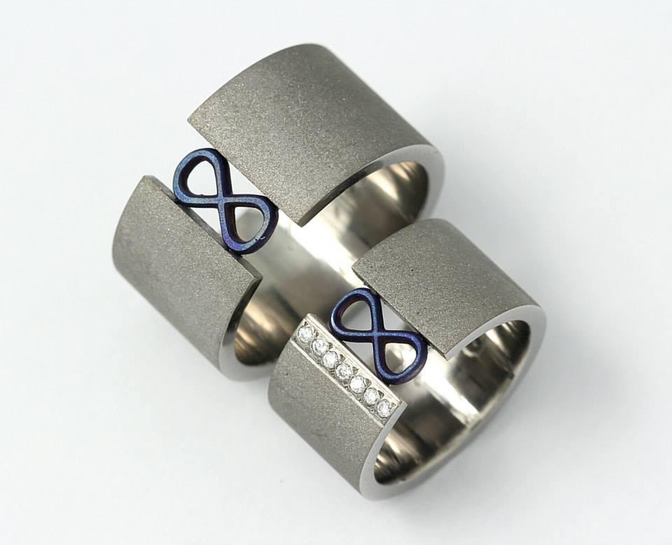 Titán karikagyűrű gyémántokkal 074.