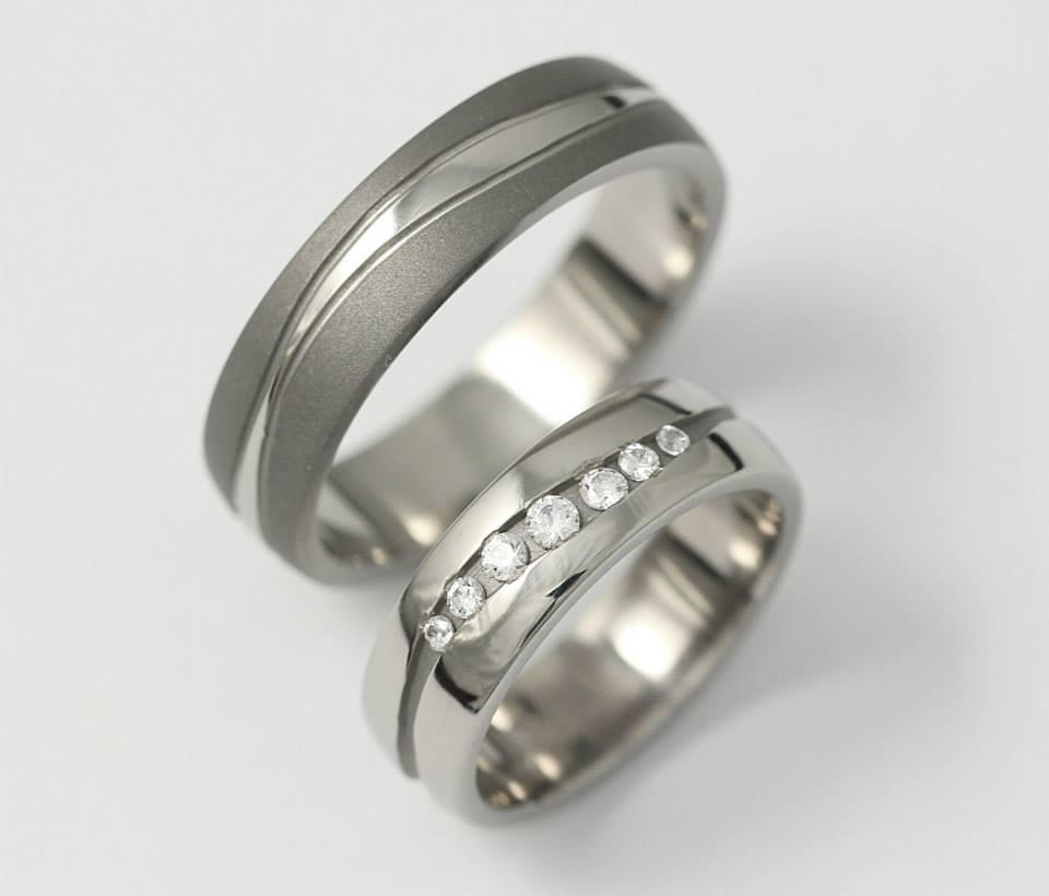 Titán karikagyűrű gyémántokkal 075.