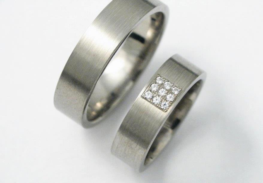 Titán karikagyűrű gyémántokkal 086.