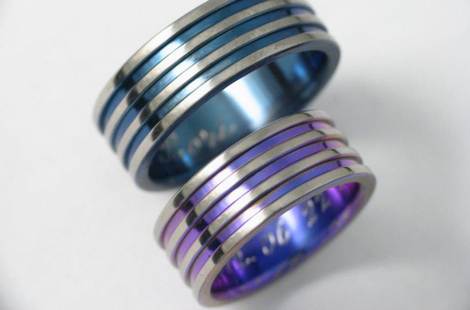 Titán karikagyűrű színesre oxidálva 077.