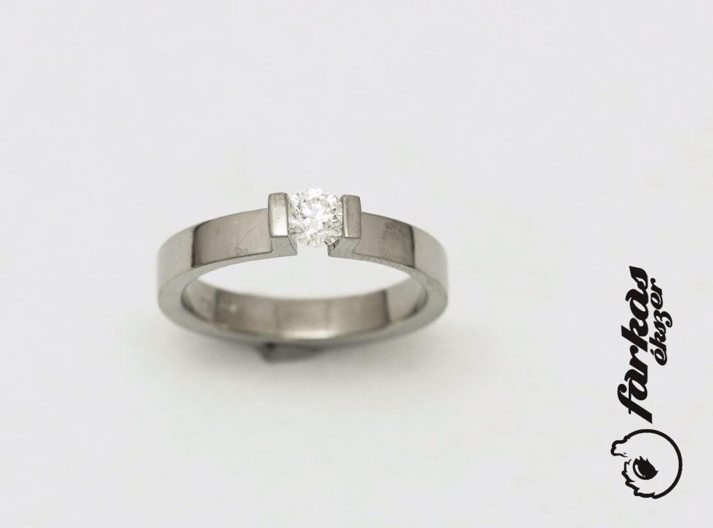 Titán gyűrű gyémánttal 234.