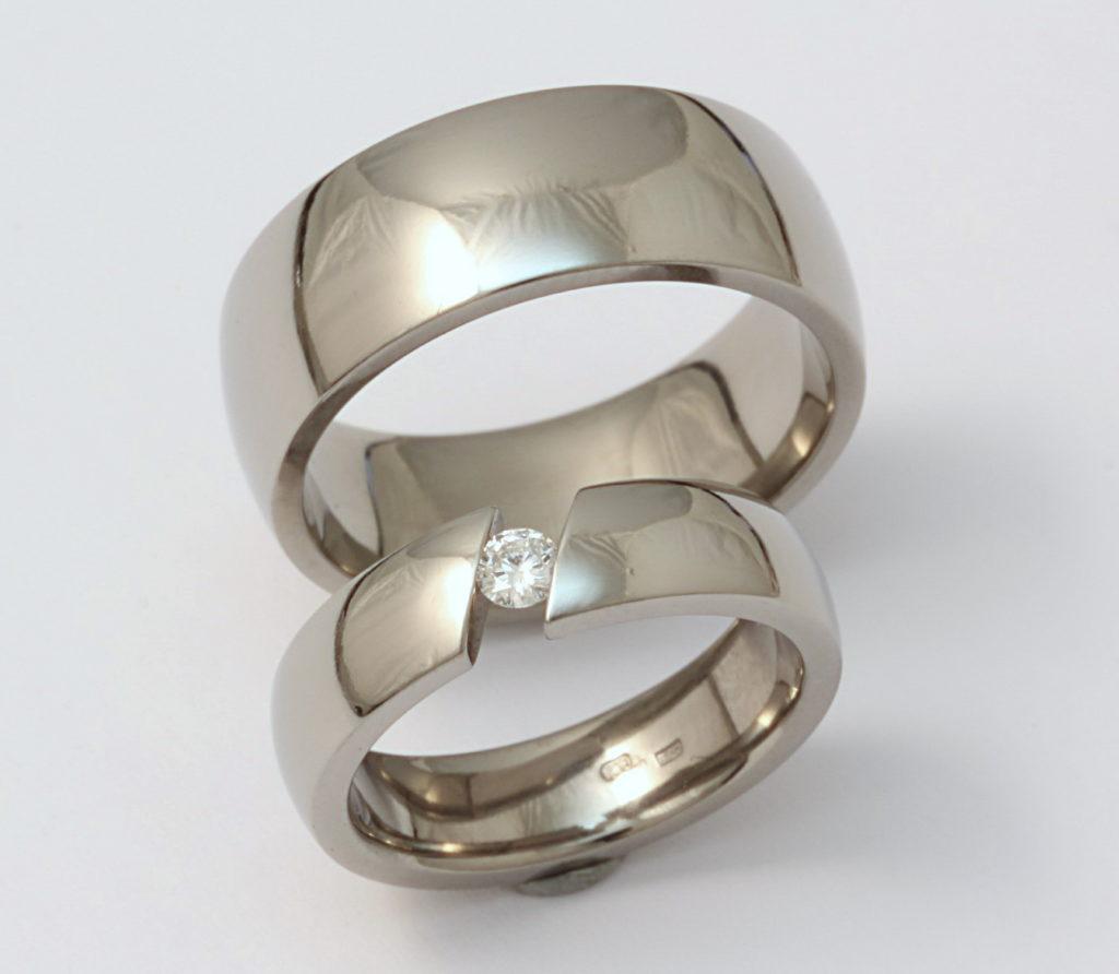Titán karikagyűrű gyémánttal 138.
