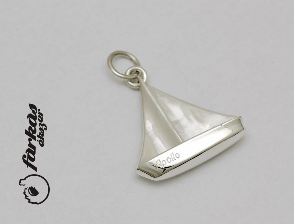 Ezüst hajós kulcstartó vagy medál 054.