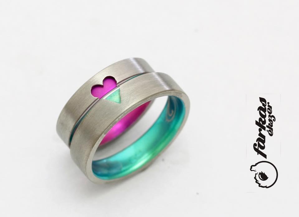 Szíves titán karikagyűrűk oxidálva 269.