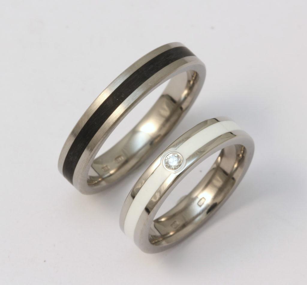 Titán karikagyűrű kerámiával gyémánttal 154.