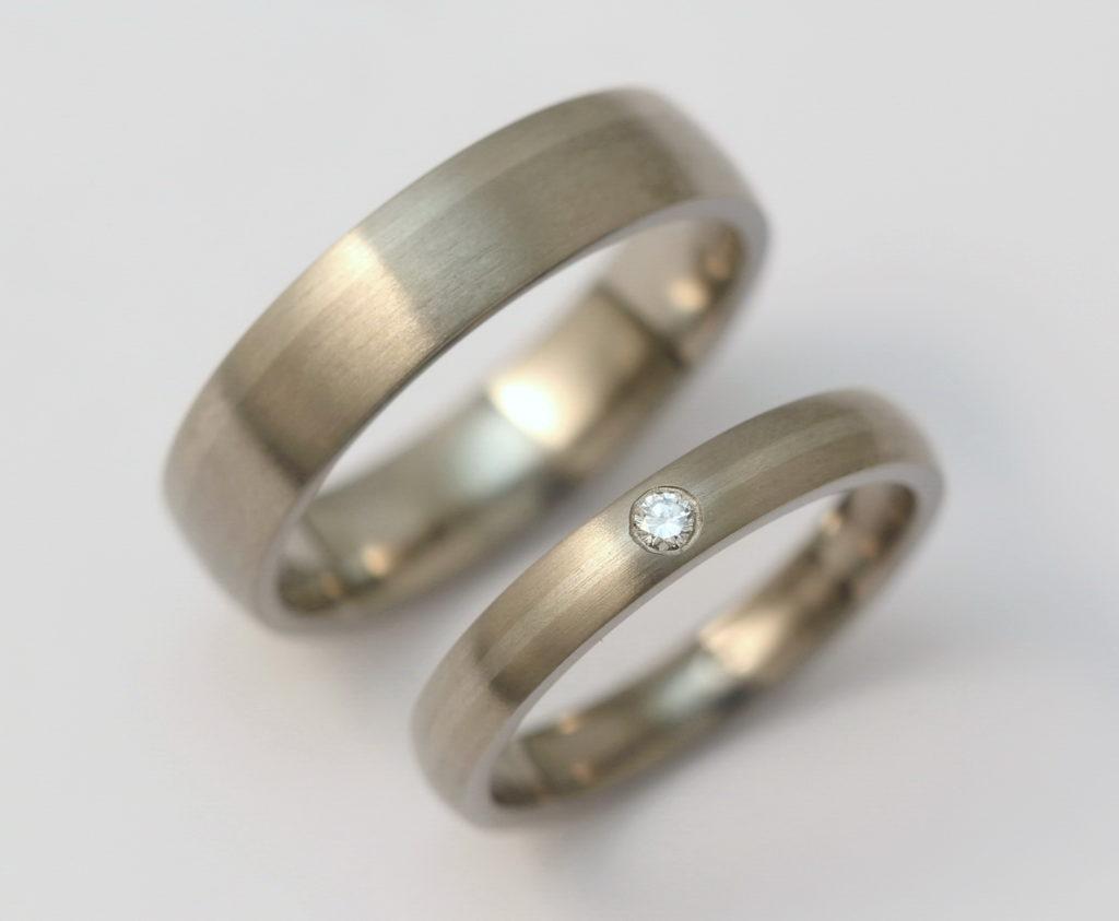 Titán-palládium karikagyűrű gyémánttal 176.