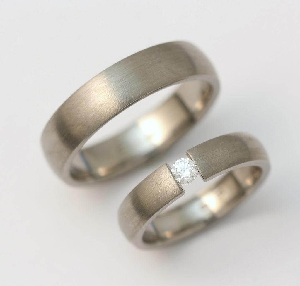 Titán karikagyűrű gyémánttal 153.