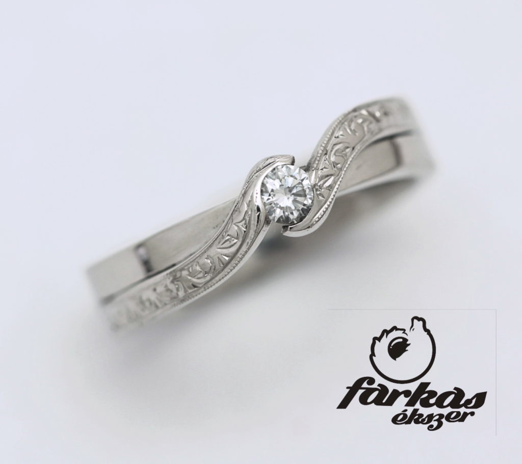 Vésett titán gyűrű gyémánttal 192.