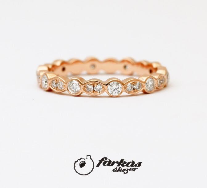 Arany gyűrű gyémántokkal 131.