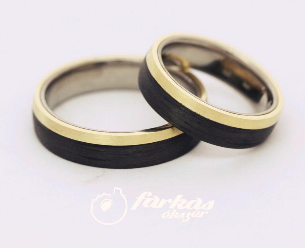 Fekete karbon-sárga arany-titán karikagyűrűk 022.