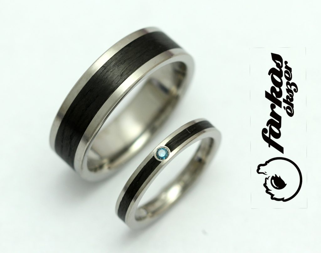 Fekete karbon-titán és titán-fekete kerámia karikagyűrűk kék gyémánttal 023.