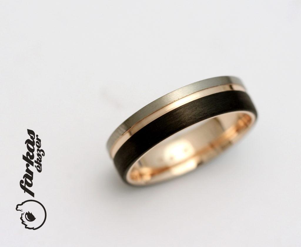 Fekete karbon-vörös arany-titán gyűrű 036.